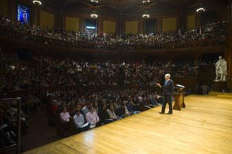 "Michael Sandel teaching ""Justice"" JUSTIN IDE/HARVARD NEWS OFFICE"